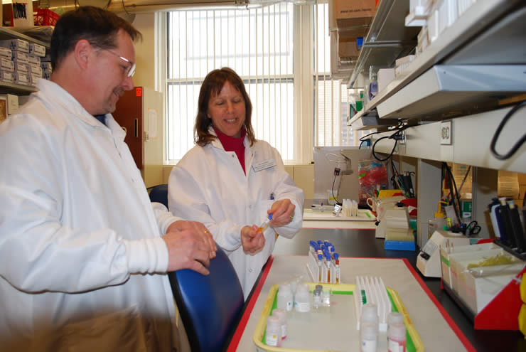 Steve Lamb and Valerie Salerno in the Endocrinology laboratory
